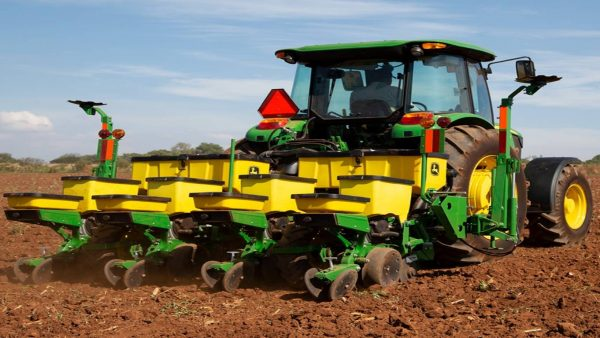 Tractor Agricola John Deere 6403 Serie 6000 trasera